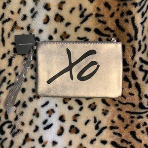 4/$20⭐️Banana Republic Leather XO Wristlet